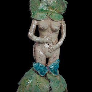 Femme des vignes au papillon bleu